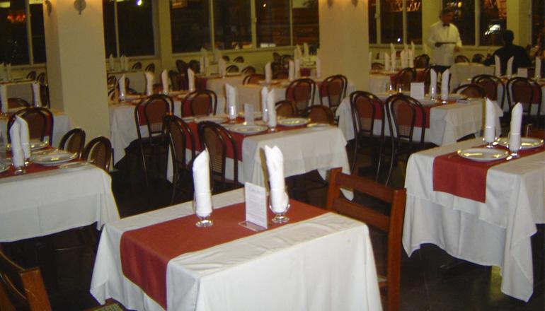 Como escolher as toalhas de mesa para seu restaurante for Mesas para restaurante