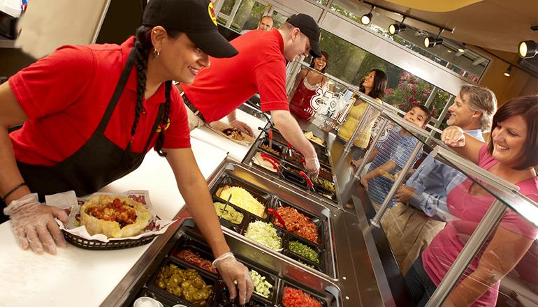 https://foodmagazine.com.br/imagens/noticias/fast_casual_mercad_alimenta%C3%A7%C3%A3o_fora_do_lar.jpg